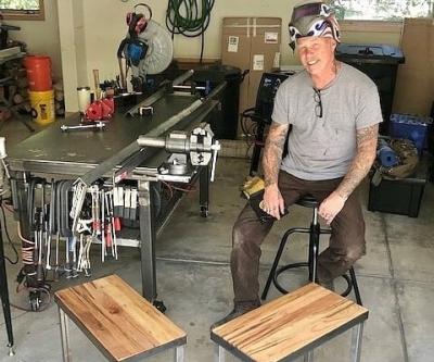 Джеймс Хетфилд подарит авторские столы с автографом